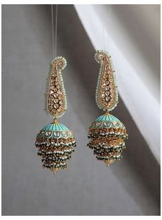 Indian Bridal Jewelry Sets, Indian Jewelry Earrings, Jewelry Design Earrings, Gold Earrings Designs, Ear Jewelry, Jhumka Designs, Jhumki Earrings, Amber Earrings, India Jewelry