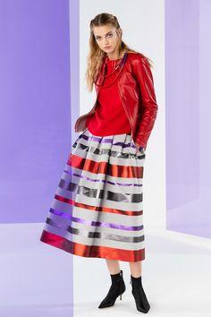 Emporio Armani Fall 2020 Ready-to-Wear Fashion Show - Vogue Women's Runway Fashion, Fashion 2020, Fashion Brands, Womens Fashion, Fashion News, Fashion Accessories, Emporio Armani, Giorgio Armani, Armani Collection