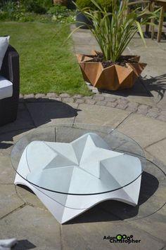 Stjerne Glass Coffee Table, Warm Grey Concrete di Adam Christopher su DaWanda.com