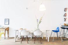 Eetkamer met Eames stoelen