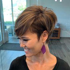 Pixie Bob Haircut, Choppy Bob Hairstyles, Short Pixie Haircuts, Straight Hairstyles, Bob Haircuts, Short Hair Cuts For Women, Hair Trends, Curly Hair Styles, Hair Beauty
