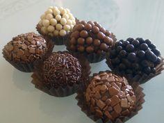 Coberturas de vários tipos de chocolate
