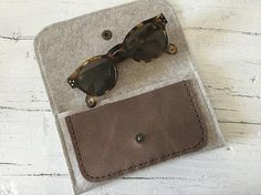 Felt and Leather Glasses Case Sunglasses Case Felt Pouch Leather Glasses Case, Felt Pouch, Utility Pouch, Pen Holders, Distressed Leather, Vegetable Tanned Leather, Hand Sewing, Eyeglasses, Sunglasses Case