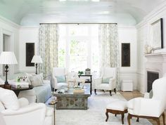 Traditional living room in pale blue and white. Curved ceilings painted in high gloss glossy light pale blue. Ceilings look like they have a coat of lacquer on them! Fresco, Living Room Inspiration, Design Inspiration, Design Ideas, Design Design, White Armchair, White Chairs, Blue Ceilings, High Ceilings