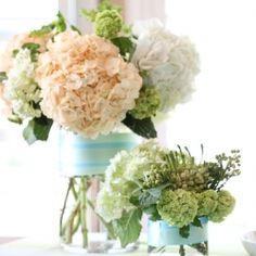 Create your own floral arrangements with a few quick and easy steps. Instructions for customizing your vases also included.