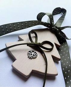 Handmade wooden Christmas charm with green ribbon. 10€ By KIKOmania Χειροποίητο ξυλινο γουρι