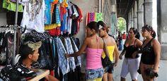 La venta de ropa por catálogo se ha convertido en la escapatoria para los cuentapropistas en Cuba