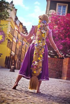 Awesome Rapunzel Cosplay! (Love the Sun design on the wall to the left!)