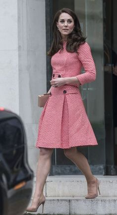 Kate Middleton Photos Photos: Kate Middleton Attends Launch Of Maternal Mental Health Films With Best Beginnings And Heads Together Kate Middleton Latest, Looks Kate Middleton, Kate Middleton Photos, Royal Fashion, Look Fashion, Womens Fashion, Fashion Ideas, Modest Fashion, Fashion Dresses