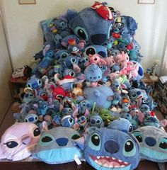 of look at this adorable pile. so cute love stich Lilo And Stitch Quotes, Lilo Et Stitch, Disney Stitch, Cute Disney, Disney Art, Funny Disney, Peluche Stitch, Cute Stitch, Stitch Toy