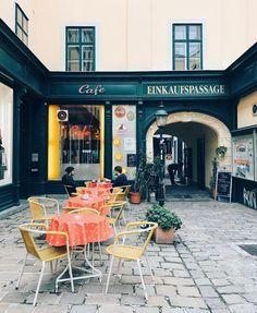 Bezaubernde Geheimgänge und Innenhöfe in Wien - 1000things.at Visit Austria, Vienna Austria, Innsbruck, Salzburg, Places In Europe, Places To Go, Heart Of Europe, Most Beautiful Cities, Around The Worlds