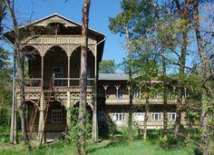 Willa Gurewiczanka, zbudowana w stylu świdermajer, w latach 1906-1921 Otwock Poland, Gazebo, Outdoor Structures, Mansions, House Styles, Houses, Home Decor, Mansion Houses, Homemade Home Decor