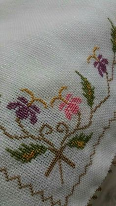 Embroidery Patterns, Hand Embroidery, Stitch Patterns, Bargello, Cross Stitch Flowers, Filet Crochet, Blackwork, Diy And Crafts, Tapestry