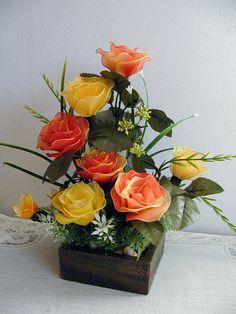 Handmade Small Roses Arrangement por LiYunFlora en Etsy