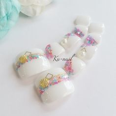 ハンドメイドマーケット minne(ミンネ)| New♪(フットネイル)再販❀カラフルシェルnail❀ Pedicure Nail Art, Toe Nail Art, Diy Nails, Crazy Nail Art, Crazy Nails, Bridal Nails, Wedding Nails, Hawaiian Nails, Sculpted Gel Nails