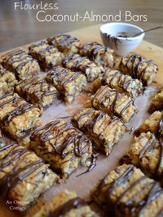 Need to THM-ify these with ON PLAN ingredients. Flourless Coconut-Almond Bars: made with almond meal, unsweetened coconut, honey and other good-for-you ingredients! An Oregon Cottage Paleo Snack, Paleo Dessert, Healthy Sweets, Dessert Recipes, Paleo Pizza, Healthy Bars, Paleo Diet, Almond Recipes, Paleo Recipes