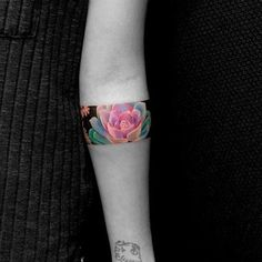 Armband tattoo became a very popular style in the past few years. If you're looking for a perfect armband tattoo - check out this collection! Body Art Tattoos, New Tattoos, Tattoos For Guys, Tattoos For Women, Sleeve Tattoos, Cool Tattoos, Black Tattoos, Hand Tattoos, Diy Tattoo