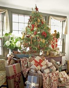 Beautiful tree and gifts.