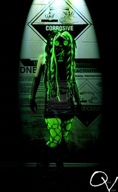 Three Gothic Fashion Tips That You Should Use – Angels and Demons Cyberpunk Clothes, Cyberpunk Girl, Cyberpunk Fashion, Punk Outfits, Grunge Outfits, Neon Outfits, Industrial Dance, Industrial Goth, Gothic Vampire