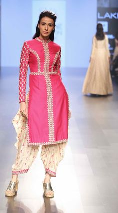 Lakme Fashion Week Summer/Resort 2016 Day 2 & Amrich, Gaurang, SVA, Vrisa by… Lakme Fashion Week, India Fashion, Suit Fashion, Asian Fashion, Fashion Online, Pakistani Formal Dresses, Indian Dresses, Indian Outfits, Churidar
