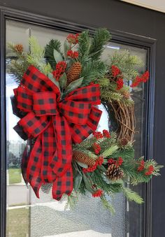Cute Winter Wreath Decoration Ideas To Compliment Your Door - When most of us think of front door wreaths we think circle, evergreen and Christmas. Wreaths come in all types of materials and shapes. Dollar Store Christmas, Christmas Wreaths To Make, Holiday Wreaths, Rustic Christmas, Christmas Crafts, Winter Wreaths, Spring Wreaths, Christmas Time, Outdoor Christmas Wreaths