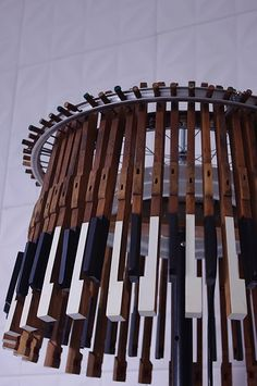 Piano Lamp..now this is awesome! Next time I see a free piano on Craigslist... I'm going to see if I can take the keys :D