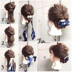 簡単で可愛い?自分でできるヘアアレンジ✨ ***ミディアムアレンジ***? シンプルに楽しむ、三つ編み✖︎スカーフミックス大人style✂︎ ・ ・ ゴム3本ピン4本 所有時間10分 1.耳を境に上下に分けます。 2.耳上を1つに結び、くるりんぱ。 3.2の結び目にスカーフを結びます。 4.毛束を左右2つに分けてスカーフも含めて三つ編みして毛先はゴムで結びます。 5.それぞれの三つ編みを外巻きにくるくるしながら、襟足付近にピンで2カ所留めます。 Fin.スカーフをリボン調に整え、後れ毛をコテで巻いたら完成? ・ *アレンジリクエストお待ちしてます* ・ 吉祥寺 LinobyU-REALM リノバイユーレルム ?0422272131 東海林翔太