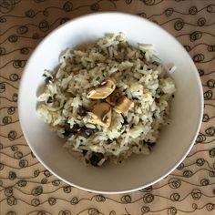 Ensalada de Arroz Basmati - Arroz Basmati - Champiñones a la plancha - Portobellos a la plancha - Aceitunas negras - Pipas de girasol tostadas - Sésamo negro - Cilantro - Ralladura de limón  - Aceite de oliva