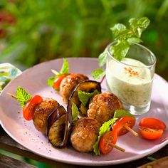 Découvrez la recette Boulettes grillées, sauce au yaourt sur cuisineactuelle.fr.