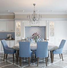 голубой цвет на кухне в стиле современная классика, итальянская белая кухня