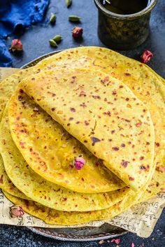 Puran Poli is a sweet flatbread savoured on almost all the occasions in India. Served piping hot with a dollop of ghee, Puran Poli is flavorful and filling. Here is a step by step recipe to make this delicacy. Keto Friendly Desserts, Low Carb Desserts, Puran Poli Recipes, Appetizer Recipes, Dessert Recipes, Appetizer Ideas, Snack Recipes, Maharashtrian Recipes, Indian Sweets