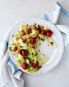 Pekoni, tomaatti ja sitruuna yhdistyvät vastustamattoman hyväksi pastaksi.