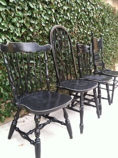 Black Vintage Dining Chairs all painted black around a large farmhouse table. I would add matching grey cushions. Shabby Chic Kitchen Chairs, Black Kitchen Chairs, Black Dining Chairs, Farmhouse Dining Chairs, Woven Dining Chairs, Vintage Dining Chairs, Dining Chair Set, Dining Room Chairs, Spindle Chair