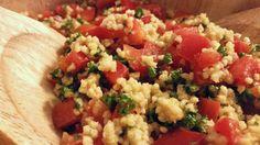 Paprika Salat vegan schmeckt lecker als Beilage und ist mit Hirse auch glutenfrei. Es ist ein einfaches Rezept mit wenig Zutaten.