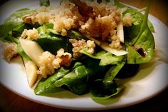 Insalata di quinoa, patate dolci, cavolo e mirtilli
