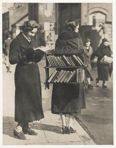 A walking library in London, circa 1930s. From the VSW Soibelman Syndicate News Agency Archive