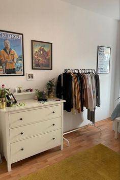 Room Design Bedroom, Room Ideas Bedroom, Bedroom Decor, Study Room Decor, Bedroom Inspo, Indie Room, Minimalist Room, Pretty Room, Aesthetic Room Decor