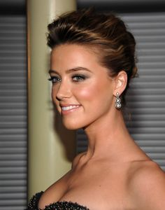 The talented Amber Heard Attractive Hairstyles. At the age of her best friend died in a car crash and Heard, who was raised Catholic, subsequently declared herself an atheist after being introduced to the works of Ayn Rand by her then-boyfriend. Amber Heard Photos, Female Actresses, Hollywood Actresses, Medium Hair Styles, Beauty Women, Marie, Hair Beauty, Celebs, Pretty