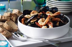 Simple equals special with help-yourself-seafood for the festive season. Seafood Recipes, Cooking Recipes, Great Recipes, Favorite Recipes, 15 Minute Meals, Butter Recipe, Garlic Butter, Fish And Seafood, I Love Food