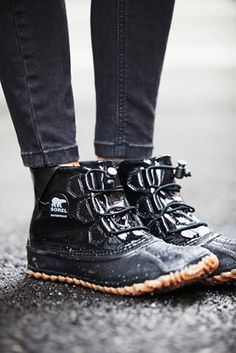 Sorel Womens Out N About Glow Weather Boot by: Sorel