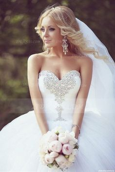 Crystal Tulle Ball Gown Wedding Dresses with 2016 Sweetheart Sleeveless Sequins Lace-up Court Train Bridal Gowns