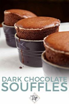 Chocolate Soufflés Let's celebrate Valentine's Day with gooey, decadent, delicious Dark Chocolate Souffles! Homemade Desserts, Easy Desserts, Dessert Recipes, Dessert Simple, Dessert Saint Valentin, Souffle Recipes, Chocolate Souffle, Chocolate Desserts, Mousse