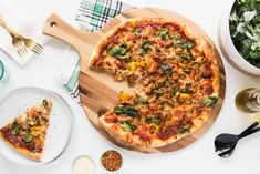 Sausage + Spinach Pizza http://www.kelseynixon.com/sausage-spinach-pizza/