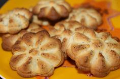 Aprenda a fazer Biscoitos de limão e sementes de papoila de maneira fácil e económica. As melhores receitas estão aqui, entre e aprenda a cozinhar como um verdadeiro chef.