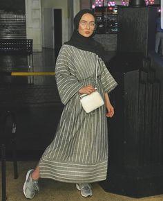 Hijab Fashion Summer, Modest Fashion Hijab, Modern Hijab Fashion, Street Hijab Fashion, Casual Hijab Outfit, Hijab Fashion Inspiration, Abaya Fashion, Muslim Fashion, Mode Inspiration