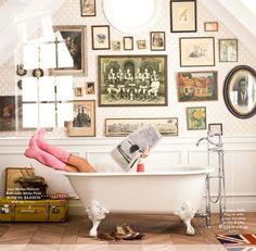 bathroom w/clawfoot tub and art wall Up House, Interior Exterior, Interior Ideas, Modern Interior, Interior Decorating, Decorating Ideas, Clawfoot Bathtub, Pink Bathtub, My New Room