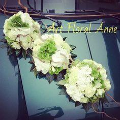 Capot de voiture blanc et vert pour mariage  Wedding car