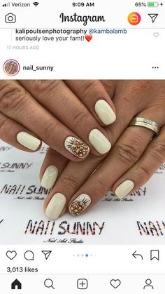 לקיםםםםםםם Love Nails, How To Do Nails, Pretty Nails, My Nails, Yellow Nails Design, Yellow Nail Art, Yellow Nail Polish, Shellac Nails, Nail Manicure