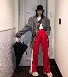 Korean Fashion Trends you can Steal – Designer Fashion Tips Korean Street Fashion, Asian Street Style, Korean Fashion Trends, Korea Fashion, Asian Fashion, Look Fashion, Girl Fashion, Fashion Outfits, Womens Fashion