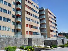 T3 espaçoso Quinta Das Corgas – 100% Financiado Fantástico T3 de 2 frentes, localizado na Quinta das Corgas, junto a Santo Ovídeo. Local sossegado e requintado com uma panóplia de apoios comerciais, saliento bancos,
